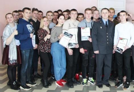 Вручение билетов бойцам  молодежного отряда охраны правопорядка (МООП) лицея